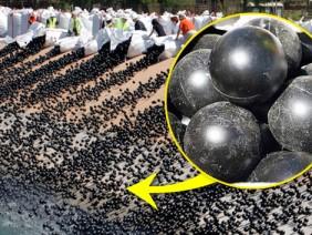 Bên trong 96 triệu quả bóng cứu hạn mà Mỹ sử dụng có gì?