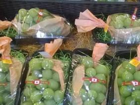 Sợ ăn nho Tàu, dân Hà Thành tranh mua nho Nhật giá