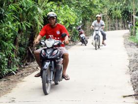 Làng Khmer bừng sáng từ những con đường mới