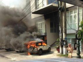 Quảng Ninh: Ô tô bốc cháy dữ dội trước trụ sở Công an phường