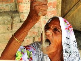 Cụ bà 78 tuổi khỏi bệnh đau dạ dày nhờ ăn cát thay cơm