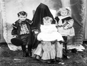 Người mẹ trùm khăn – trào lưu chụp ảnh rùng rợn thời Victoria