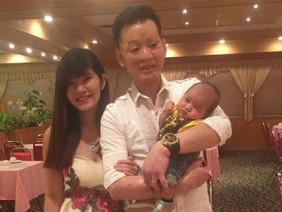Con trai bụ bẫm, trông giống hệt bố của cặp đôi chồng xấu vợ xinh sau 2 năm cưới