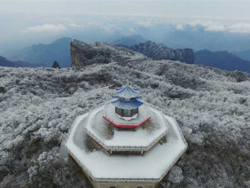 Đã mắt với cảnh tuyết phủ trắng Thiên Môn Sơn đẹp như cổ tích