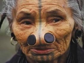 Rùng mình 6 kiểu 'phẫu thuật thẩm mỹ' thủ công kỳ quái nhất hành tinh, số 3 Việt Nam đã áp dụng