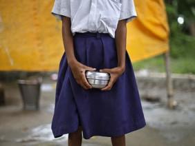 Bé gái 12 tuổi nguy kịch vì bị 4 giáo viên cưỡng hiếp tập thể