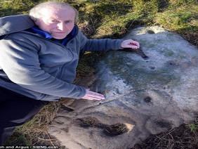 """Tìm thấy """"ảnh tự sướng"""" khắc trên đá cổ 4000 năm"""