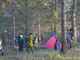 Du khách chết tím tái trong lều đỏ trên núi cao nhất Đà Lạt