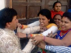 Như trong phim Bollywood: Chú rể bị vợ cả vạch mặt ngay tại đám cưới với người tình kém 18 tuổi