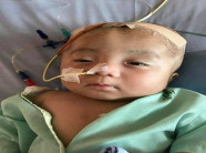 Cư dân mạng TÌM MẸ cậu bé não úng thủy bị bỏ rơi: Hãy cho con hơi ấm tình thương