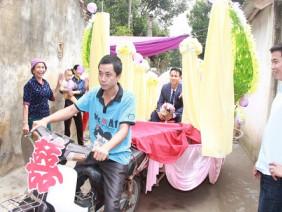Rước dâu bằng xe chở lúa, đám cưới