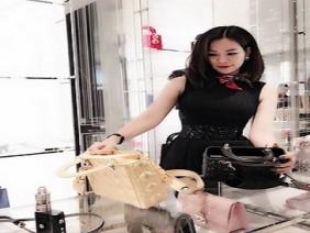 Giữa ồn ào Trinh dùng túi giả, con dâu Hoàng Kiều vào tận Facebook bình luận gây choáng
