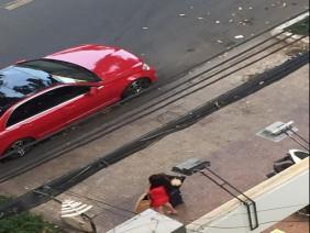 Lộ ảnh Nhã Phương lủi thủi đứng đường bắt xe vì cãi nhau với Trường Giang?