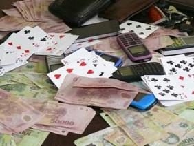 Bị bắt quả tang đánh bạc, Bí thư Đảng ủy phường nhảy từ tầng 3 để trốn