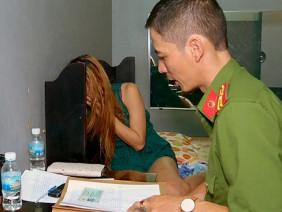 Đi nhà nghỉ với người yêu, sẽ bị xử lý thế nào khi công an bắt?