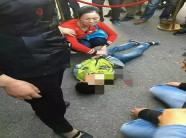 Bố mẹ cấm xem tivi, bé trai 10 tuổi tức giận nhảy từ tầng 20 xuống đất