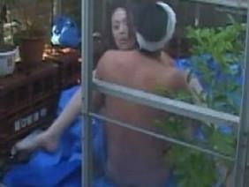 Hàng loạt thi thể phụ nữ trong nhà xác bị lật tung, người nhà khóc thét khi xem lại đoạn băng ghi hình