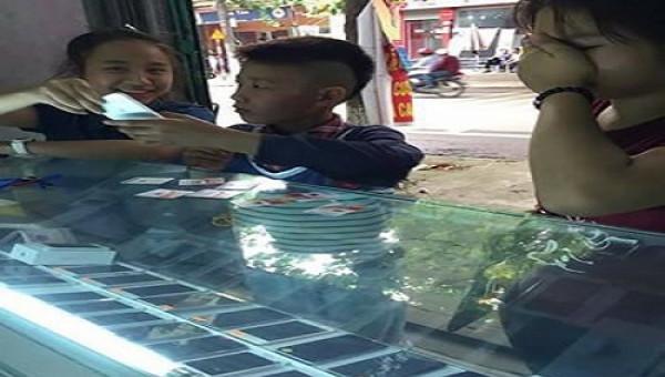 """""""Soái ca"""" 13 tuổi Phú Thọ cưỡi Dream chiến đèo 2 """"bạn gái"""" đi sắm điện thoại Iphone"""