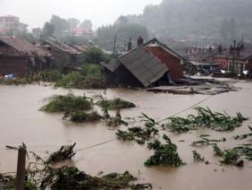 Tin lũ khẩn cấp trên các sông, cảnh báo sạt lở và ngập lụt ở 6 tỉnh