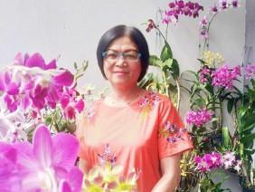 Vườn hoa lan 60 chậu nở rực trên ban công 4m² của nữ nhà báo U60