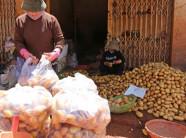 """""""Hô biến"""" nông sản Trung Quốc thành hàng Việt"""
