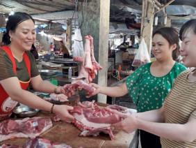 """Giá lợn hơi miền Bắc duy trì mức cao: """"Liều"""" tái đàn giữa vùng dịch"""